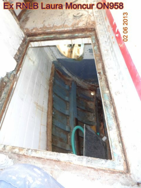 same deck hatch open, looking into stb'd fwd compartment (now bunk space)